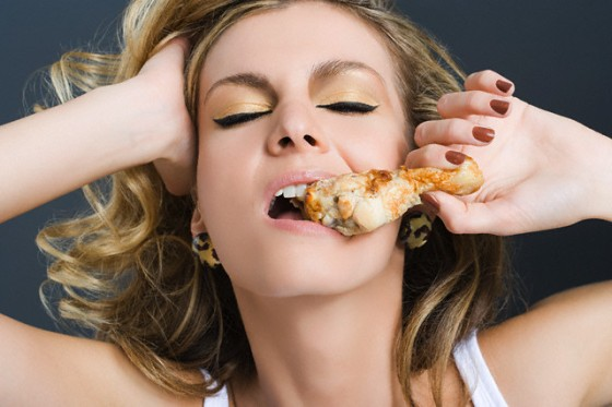woman_eating_chicken